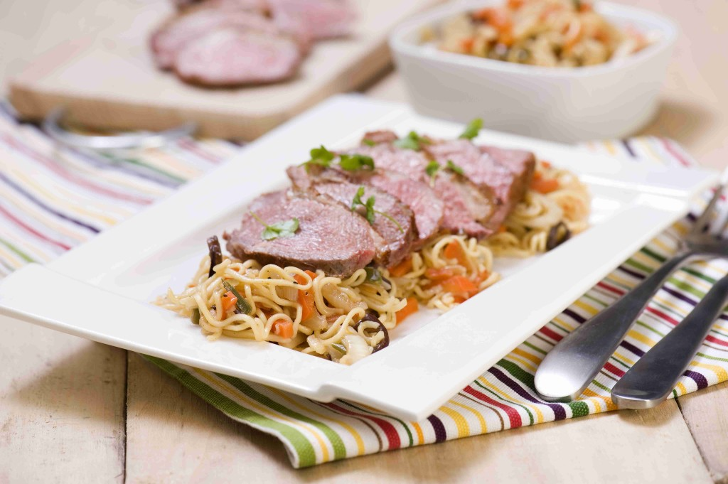 Vegetable noodles with duck