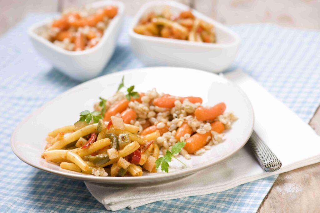 Pikantne duszone warzywa z kaszą