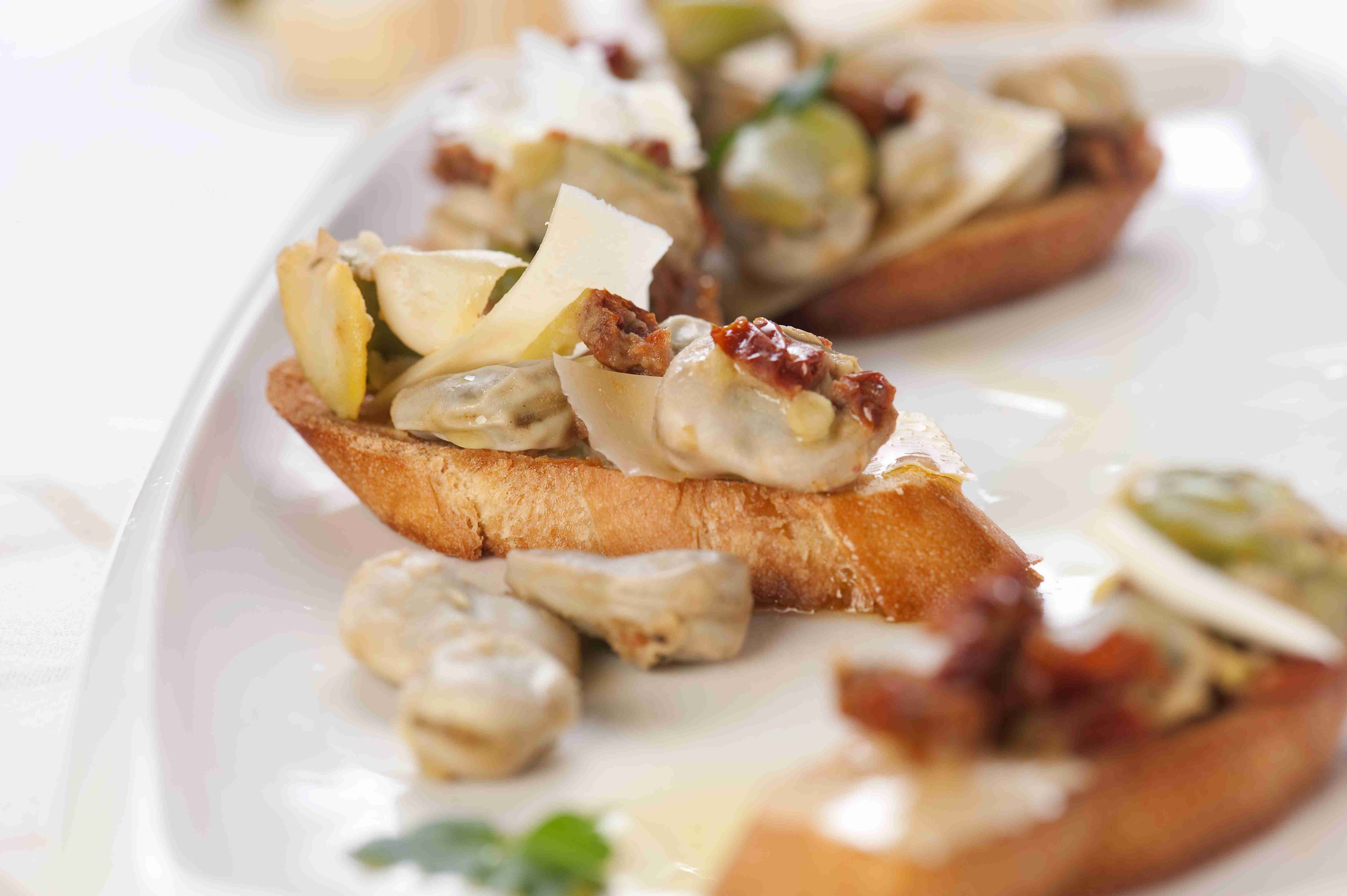 Toasts with broad beans salad
