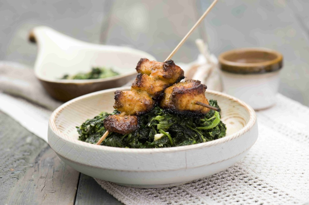 Fish skewers with spinach and blue cheese