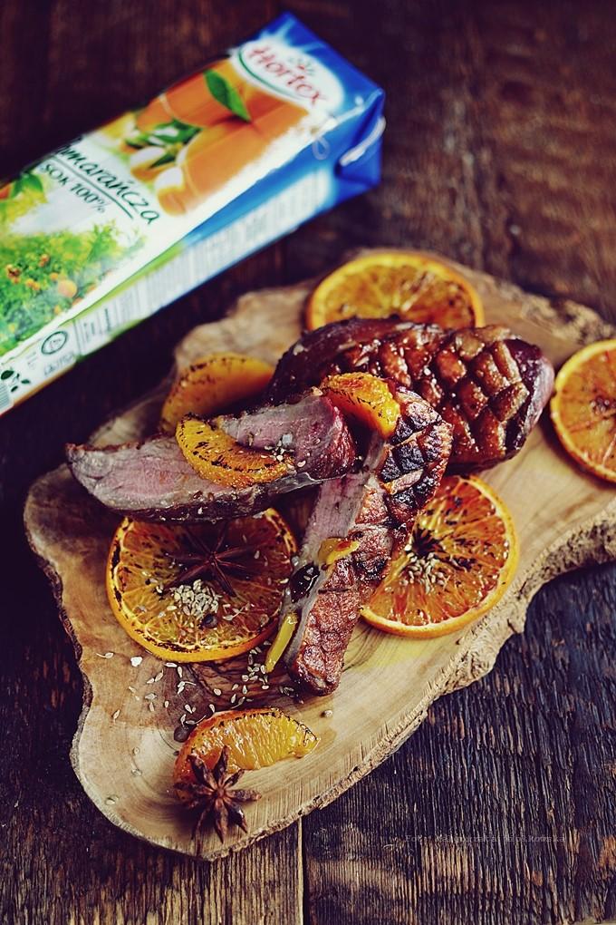 Imbirowo korzenna kaczka w pomarańczach