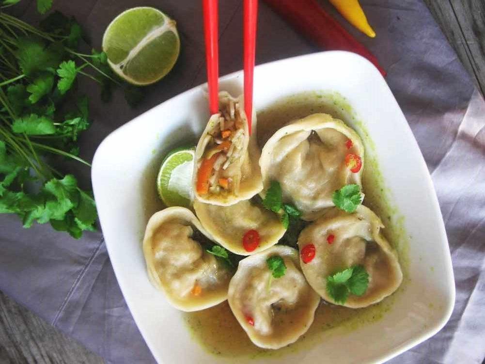 Orientalne wegańskie pierożki