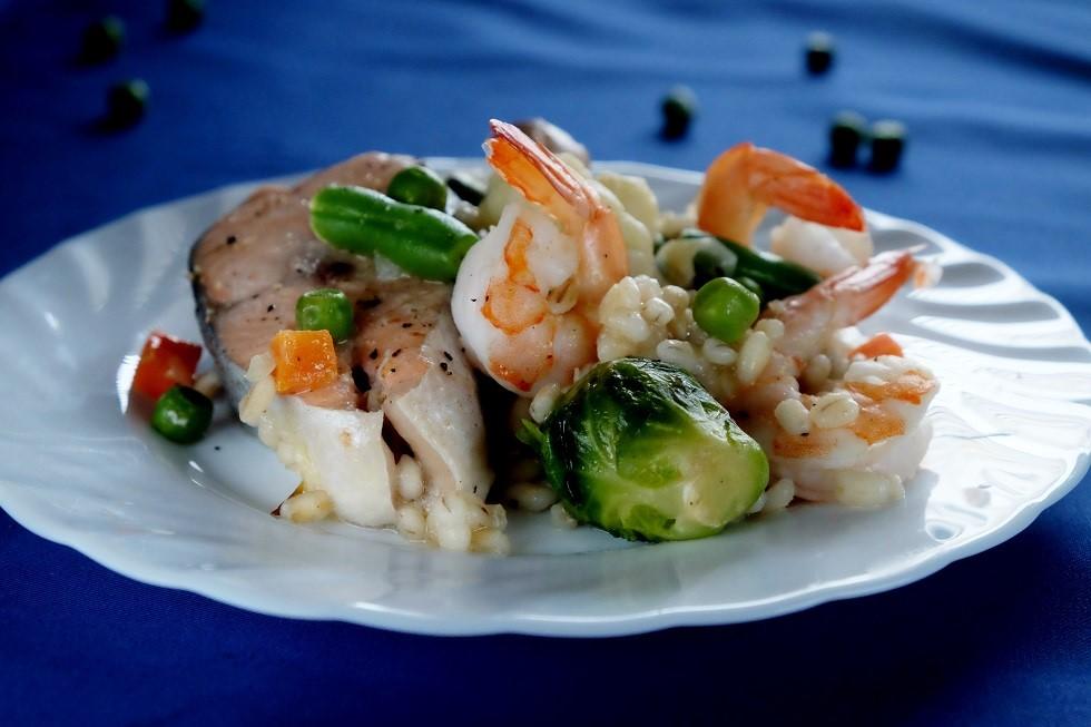 Pęczakotto z warzywami i owocami morza