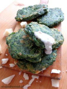 Placuszki szpinakowe z kozim serem i sosem jogurtowo image1 2