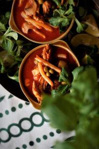 Pomidorowa pikantna zupa z kurczakiem groszkiem fasolką i pieczarkami czyli obiad w 20 minut image5 5