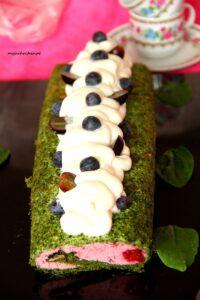 Rolada szpinakowa z czekoladowym kremem i jeżynami image4 4