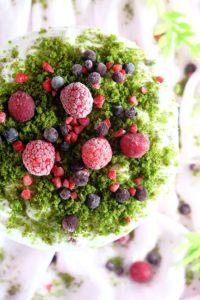 Zielony tort z owocami lata image1 1