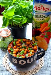 Zupka krem z soku warzywnego z dodatkiem chorizo oraz chrupek z ciecierzycy image1 4