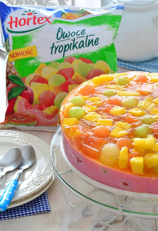 Szybki sernik z owocami tropikalnymi i galaretką