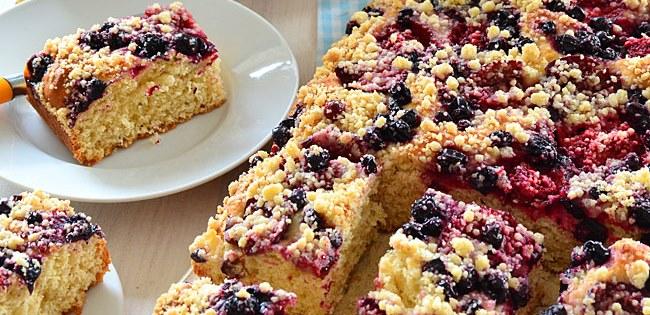 Ciasto drożdżowe z owocami - łyżką mieszane, nie wyrabiane