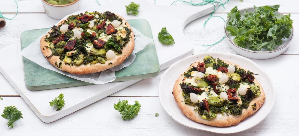 Pizza bianca zbobem, szpinakiem isosem mascarpone