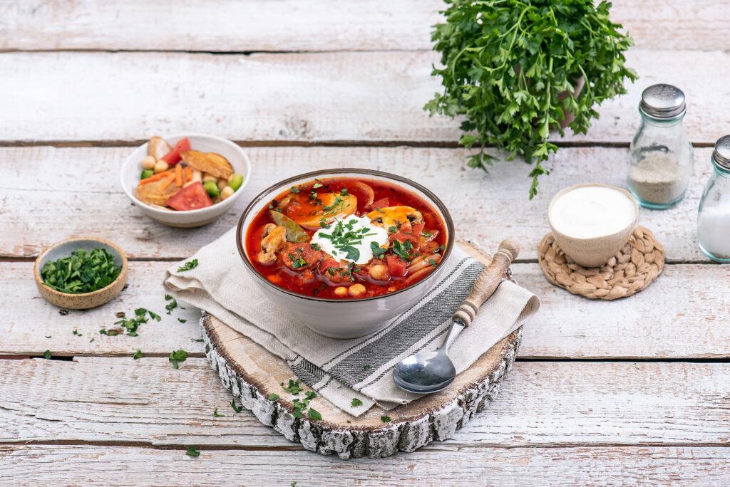 Hiszpańska zupa z chorizo