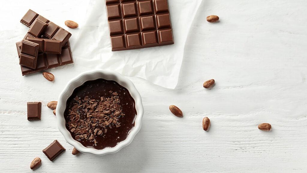 czekolada rozpuszczona iw kostkach