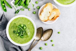 zupa krem zzielonego groszku zgrzankami