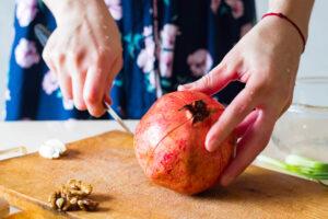 Jak obrać owoc granatu?