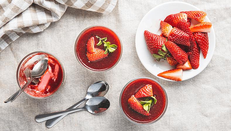 Sposób na owoce zimą – zdrowe desery ikompoty zmrożonek