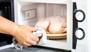 szybkie rozmrażanie mięsa wmikrofalówce